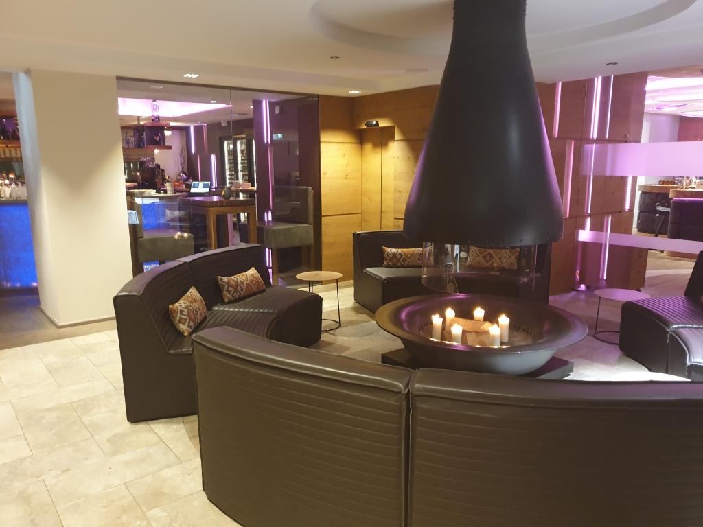 "die Lobby im Hotel ""Central"" im Tiroler Wintersportmekka Sölden."
