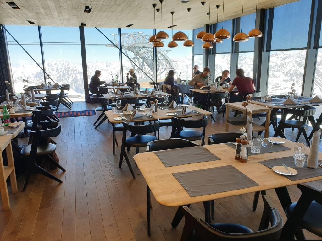 das Gipfelrestaurant Ice Q auf über 3000 Metern Höhe bei Sölden