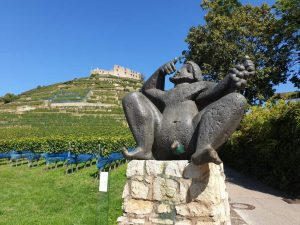 Bacchus-Denkmal in Staufen, am Fuß des Schlossbergs.