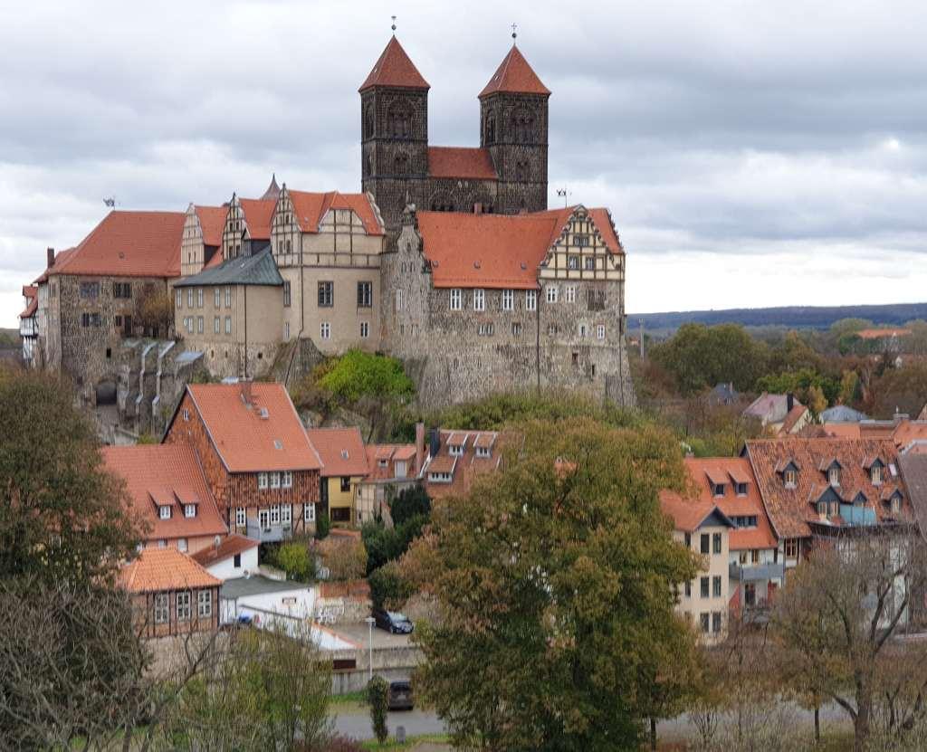 Ansicht von Quedlinburg mit dem Schloss und der Stiftskirche.