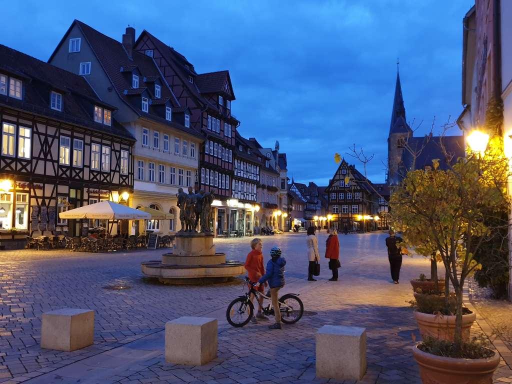 Der Marktplatz von Quedlinburg in magischem Licht.