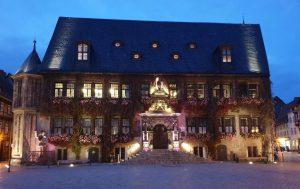 das Quedlinburger Rathaus mit seinem Renaisaanceportal.