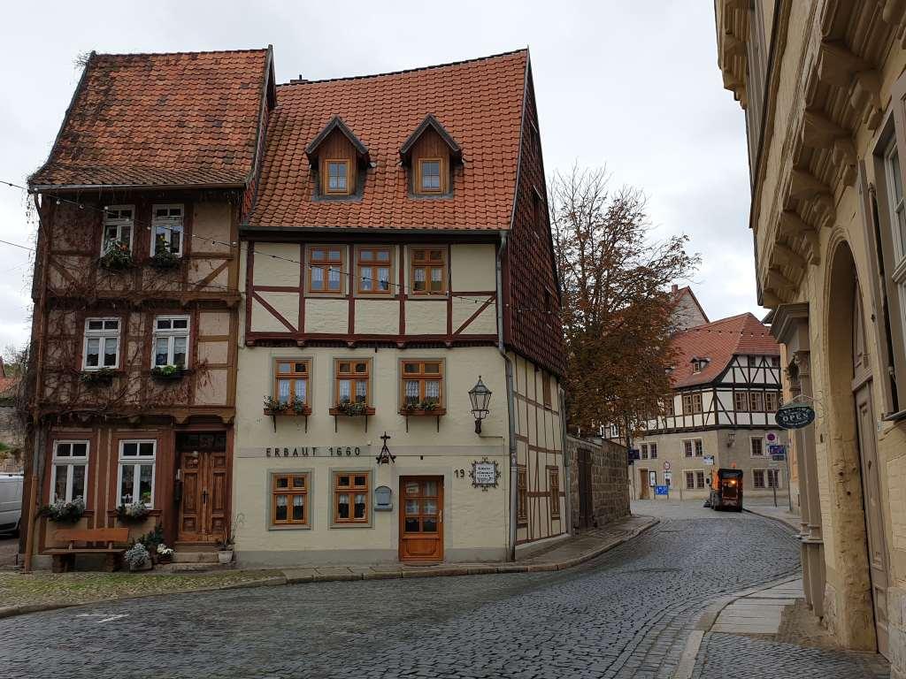 Straßenzug in Quedlinburg im Harz