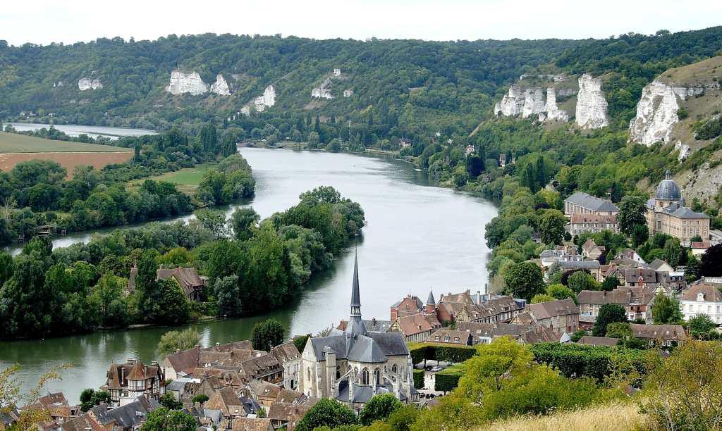 der Ort Les Andelys an der Seine