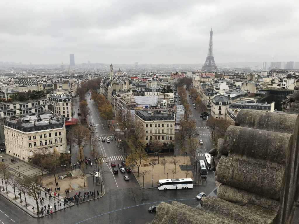 Aussicht vom Arc de Triomphe auf Paris