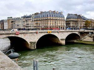 Seifeufer in Paris