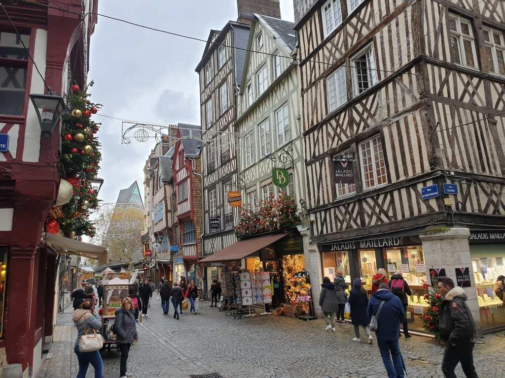 Rue du Gros Horloge in Rouen Frankreich
