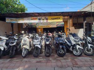 Das beliebteste Transportmittel auf Bali: Motorräder.