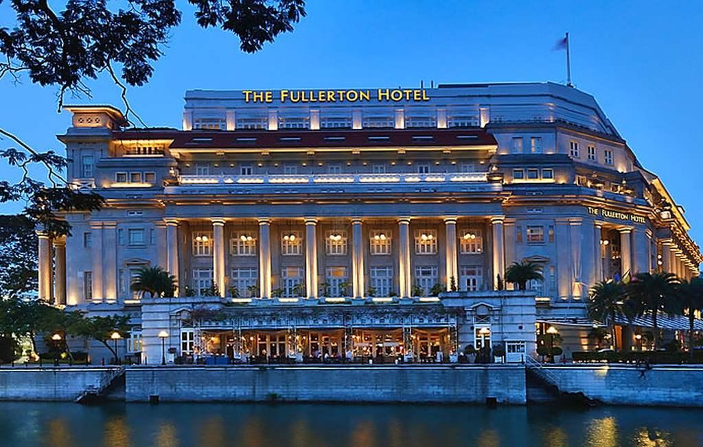 """... das """"Fullerton"""" Singapur bei Nacht"""