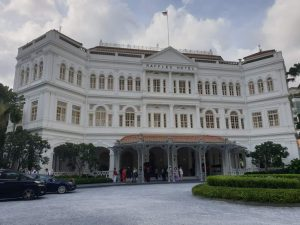 """Das """"Raffles"""" zählt zu den """"Leading Hotels of The World"""" und ist eines der geschichtsträchtigsten Häuser Singapurs."""