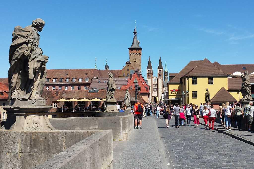 die alte Mainbrücke von Würzburg