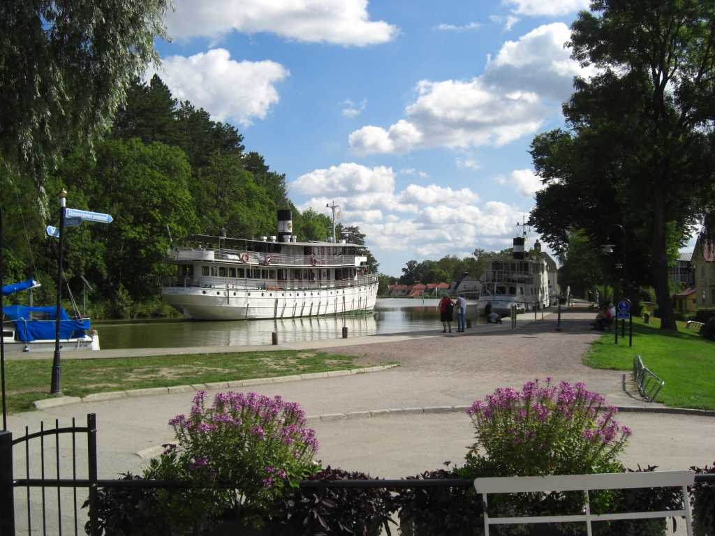 Der Göta Kanal führt mitten durch Schweden und streift auch Småland.