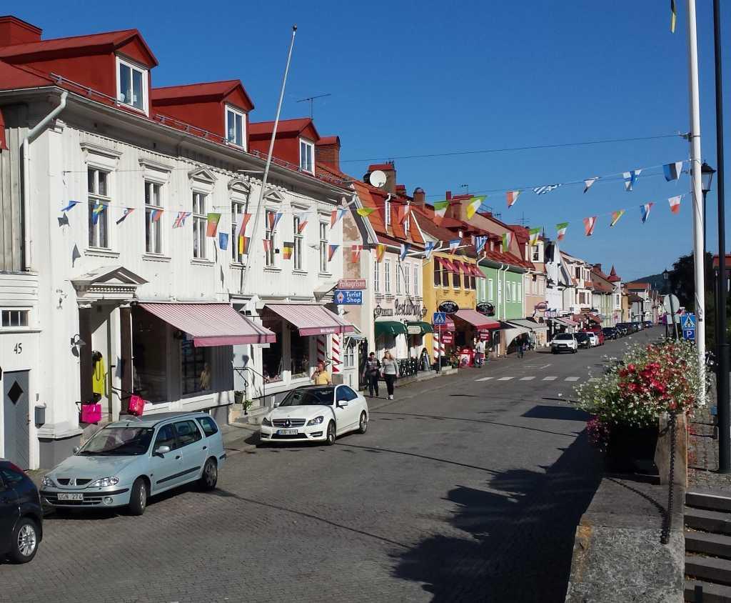 Die Kleinstadt Gränna am Vättern im schwedischen Smalandist bekannt für die rot-weiß-gestreiften Zuckerstangen.