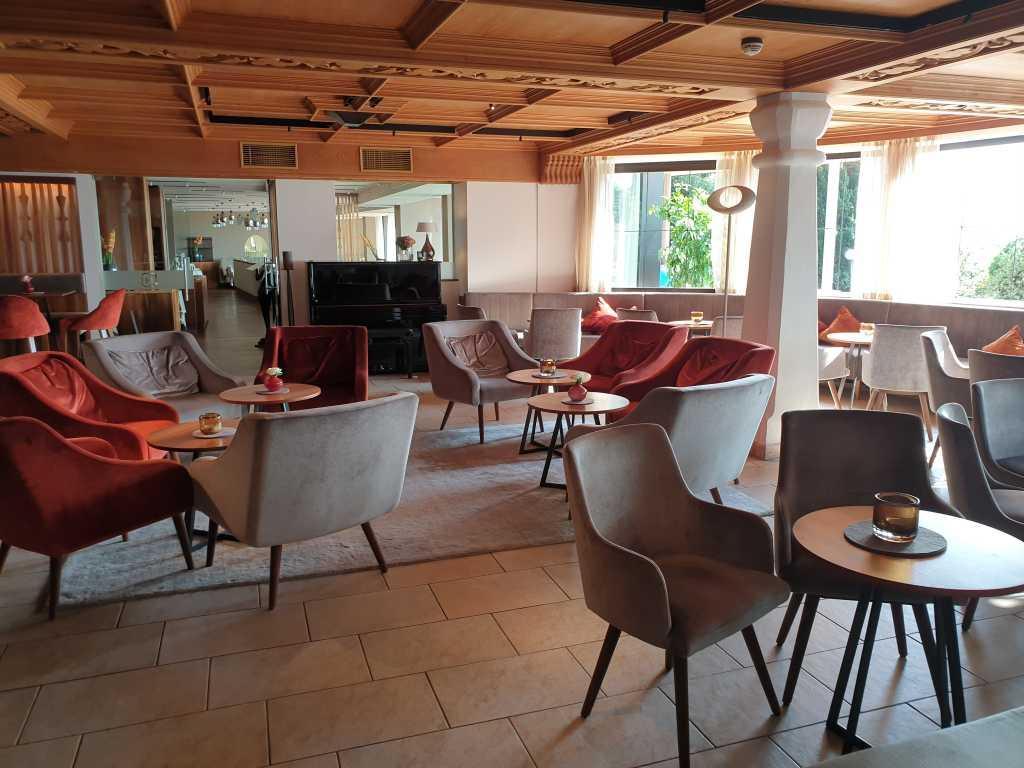 Der richtige Platz für den Absacker: die Bar im Hohenwart.