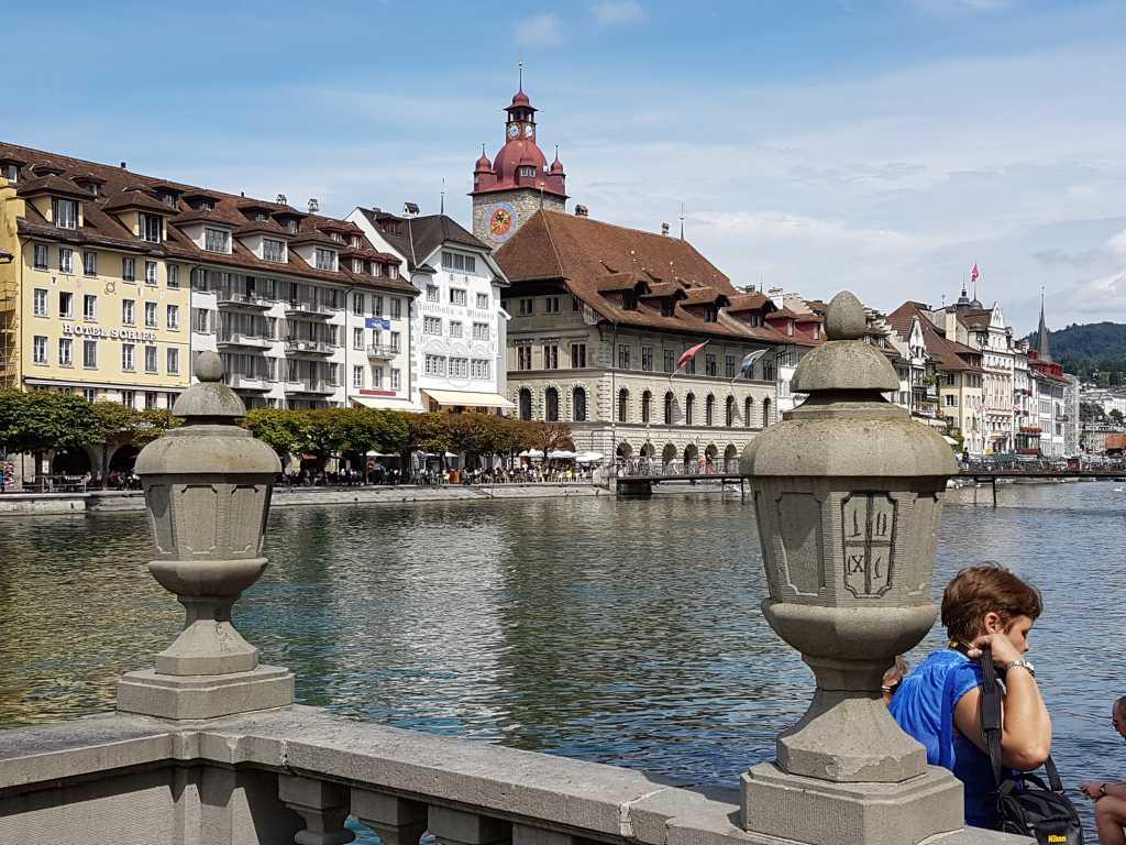 Häuserzeile an der Reuss in Luzern