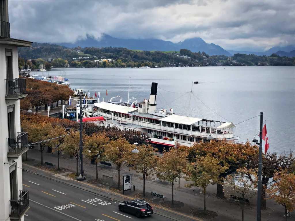 Schaufelraddampfer in Luzern