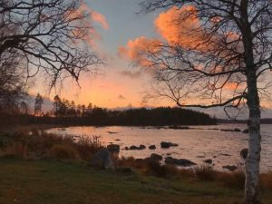 Abendstimmung an einem See in Schweden
