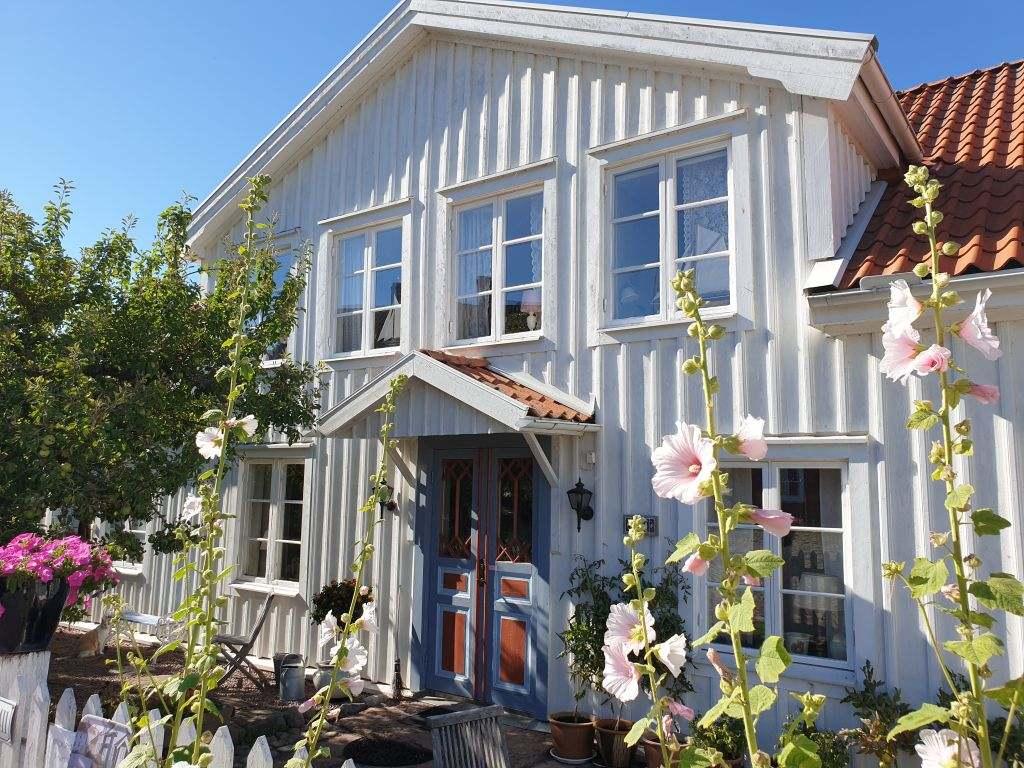 Holzhaus in dem Küstenort Pataholm Schweden