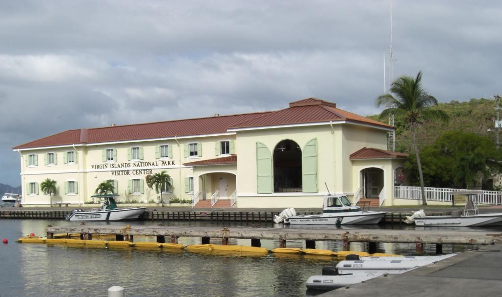 St. Johns zählt zu den amerikanischen Jungferninseln. Auch sie wird beim Inselhüpfen durch die Kleinen Antillen besuch