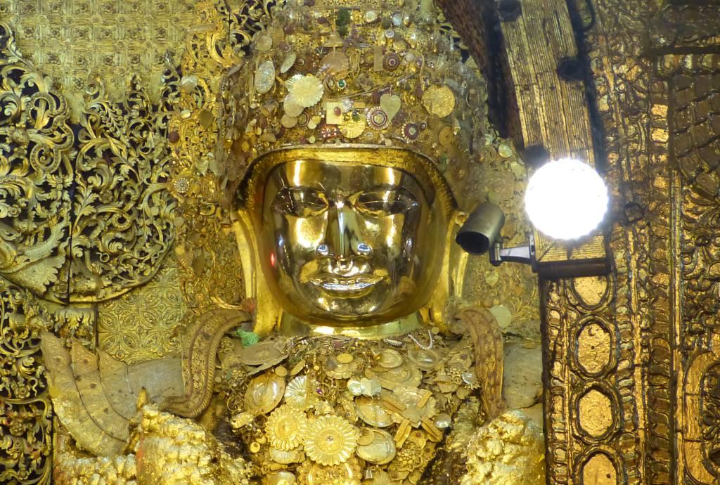 Die Mahamuni Pagoda ist eines der Schmuckstücke in Mandalay in Myanmar