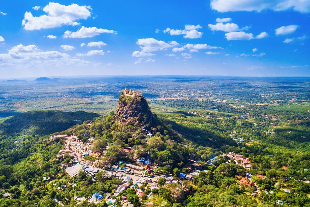 Auf dem Popa Taung Kalat in Myanmar liegt ein Nat-Heiligtum