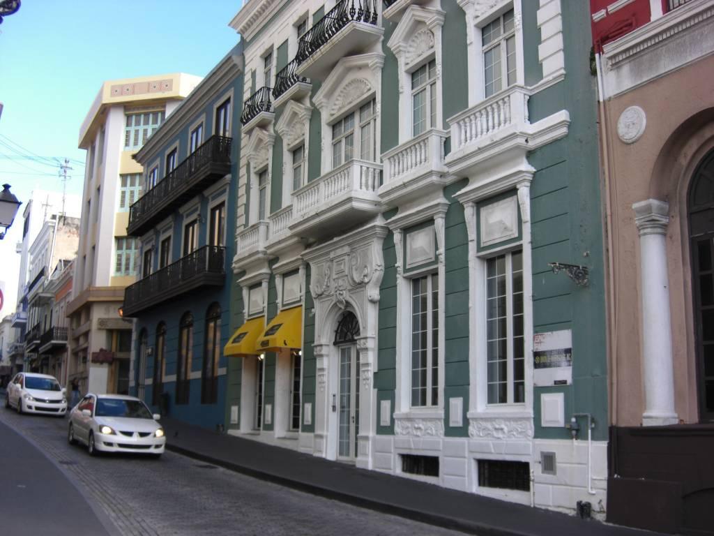 Häuserzeile in San Juan, der kolonialen Perle auf der Karibikinsel Puerto Rico
