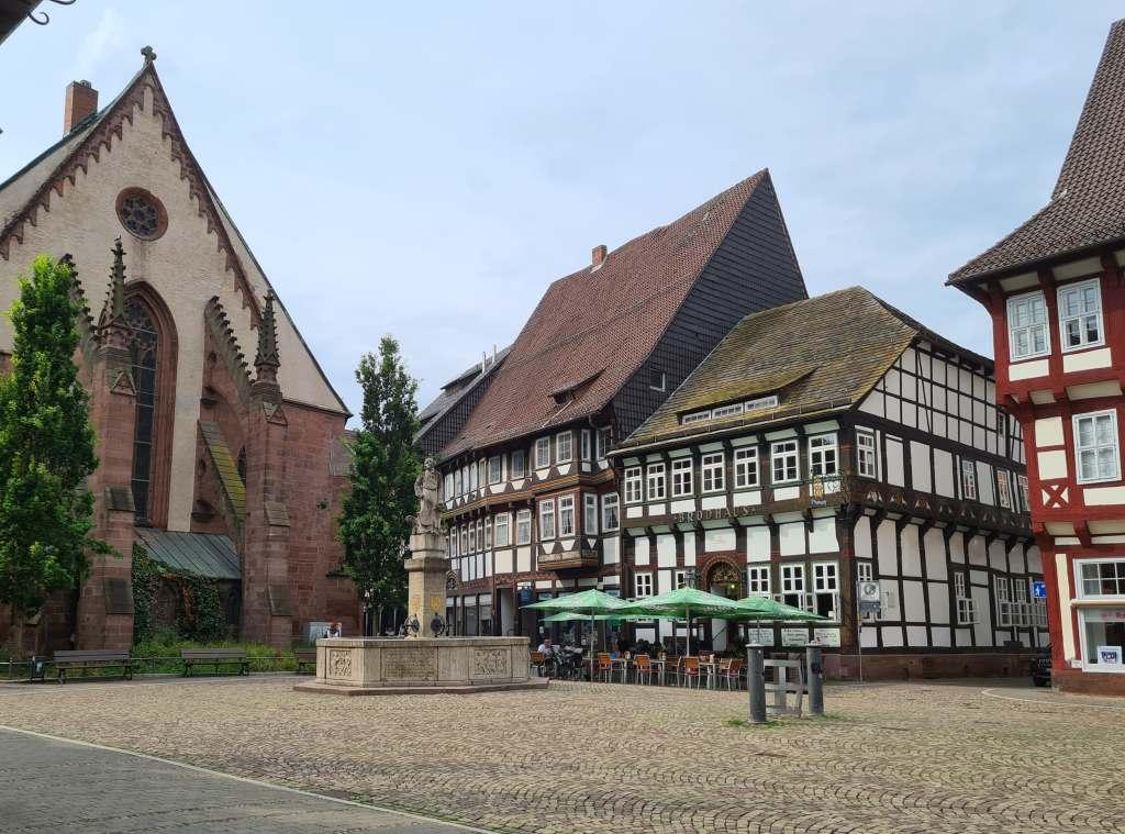 das Gasthaus Brodhaus in der Fachwerkstadt Einbeck im Süden Niedersachsens