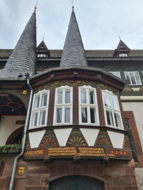 das Alte Rathaus der Fachwerkstadt Einbeck im Süden Niedersachsens