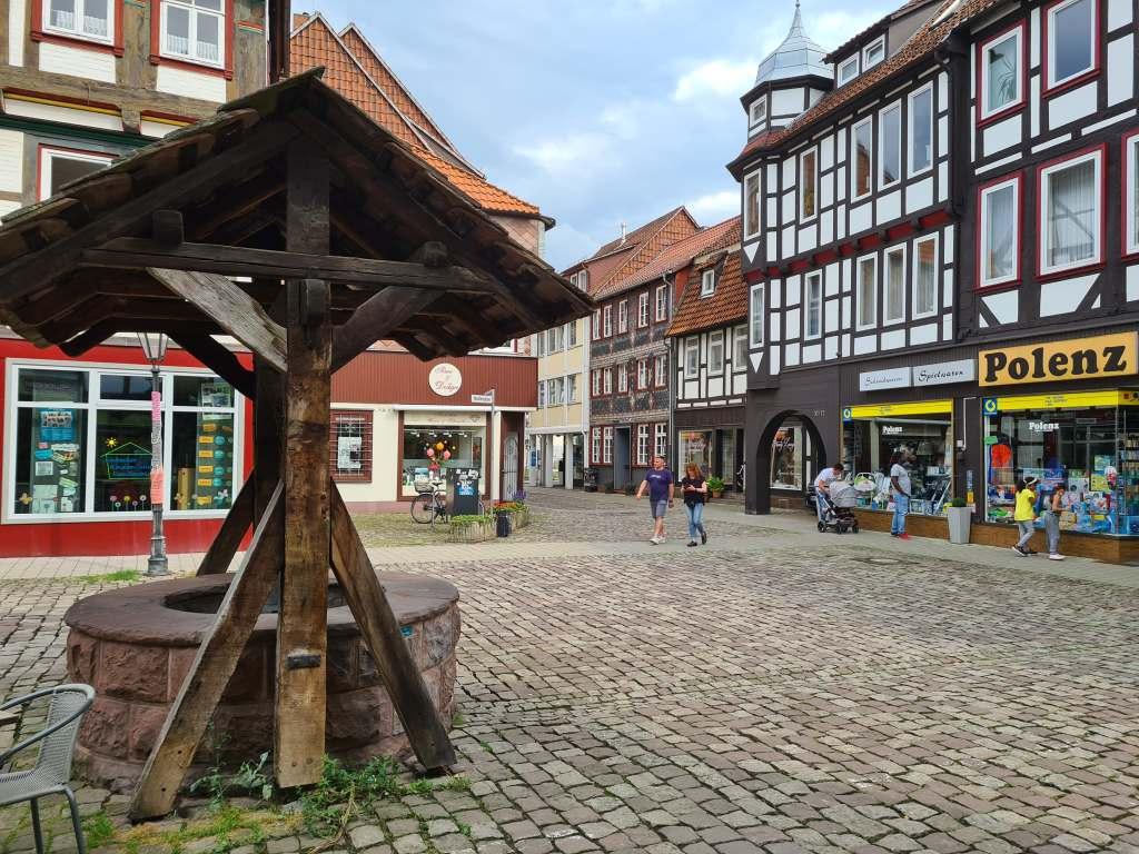 Der Platz Hallenplan in der Fachwerkstadt Einbeck im Süden Niedersachsens